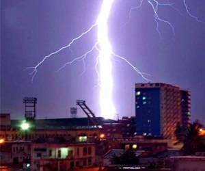 Las descargass eléctricas provocan decenas de víctimas fatales cada año. Foto de: Juvenal Balán.