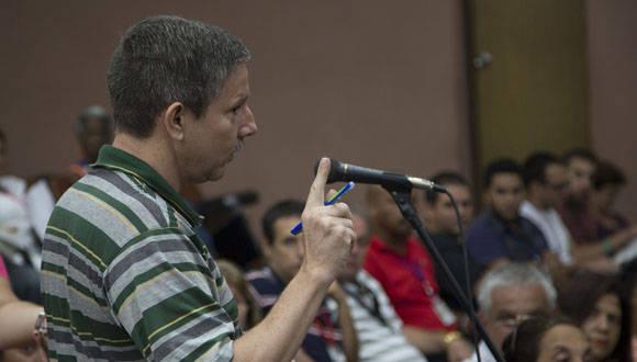 Enrique Iglesias se refirió a la importancia de dotar a la empresa estatal socialista de mayor autonomía. Foto: Ismael Francisco/ Cubadebate.