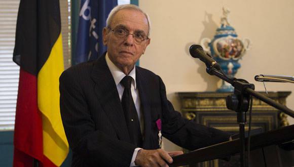 """""""Los honores, ni se piden, ni se rechazan"""", dijo Eusebio Leal al recibir la condecoración. Foto: Ismael Francisco/Cubadebate."""