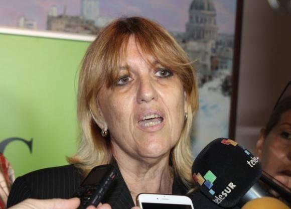 Irma Margarita Martínez, vicepresidenta primera del Banco Central de Cuba (BCC), ofrece declaraciones a la prensa en la Primera Conferencia sobre Transferencias Monetarias Internacionales en Cuba. Foto: Jorge LEGAÑOA ALONSO/ ACN