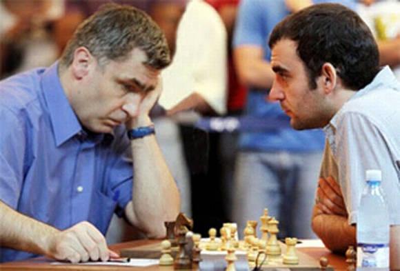 Ivanchuk marcha líder en el torneo, mientras Leinier le sigue a media unidad. Foto tomada de Radio Rebelde.