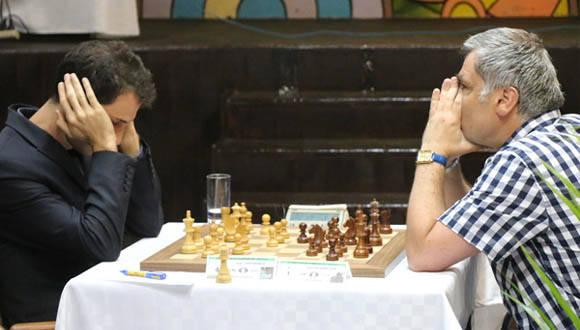 Ivanchuk igualó con el búlgaro Iván Cheparinov en 57 jugadas de una defensa India de Rey y llegó a 6,5 puntos de nueve para garantizar la cima del grupo Élite. Foto: JIT