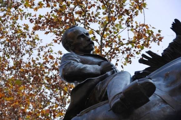 Algunos conocedores sustentan la tesis de que Hyatt Huntington tomó en cuenta el cuadro de Esteban Valderrama fechado en 1917, representando ese instante crucial de la muerte de Martí en Dos Ríos.  Foto: Magda Resik