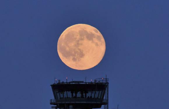 """""""Luna de fresa"""" en Alemania. Foto: Efe"""