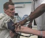 se atiende con el doctor Rubén Elzaurdin y prefiere venir a Cuba para tratar su compleja enfermedad. Foto: CBC.