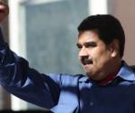 Nicolás Maduro, recibe a los integrantes de una marcha en apoyo al gobierno y en rechazo a la injerencia extranjera, en el Palacio de Miraflores en Caracas. Foto: Xinhua