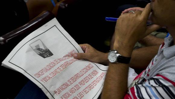 Los participantes también sugirieron la incorporación de nuevos puntos que permiten enriquecer el documento. Foto: Ismael Francisco/ Cubadebate.
