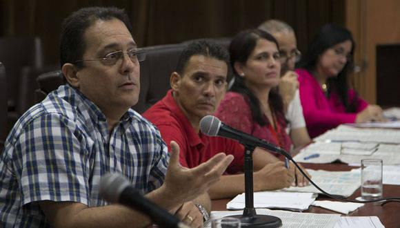 Ernesto López Mola, vicedirector del CIGB, también participó en la discusión. Foto: Ismael Francisco/ Cubadebate.