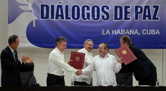 """""""El proceso de paz que empezó un 19 de noviembre, aquí mismo,  no tiene vuelta atrás. La paz será la victoria de Colombia y de toda América"""", dijo emocionado el Presidente Raúl Castro. Foto: Ladyrene Pérez/ Cubadebate"""