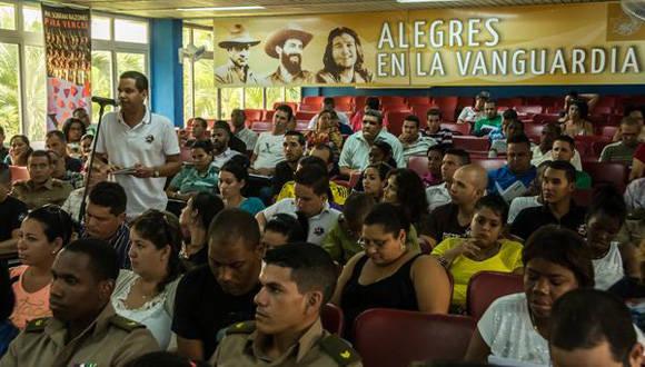 Intervenciones de los delegados durante el Tercer Pleno del Comité Nacional de la UJC, en el Centro de Convenciones de la CTC Lázaro Peña, en La Habana, el 10 de junio de 2016. Foto: ACN / Marcelino Vázquez.