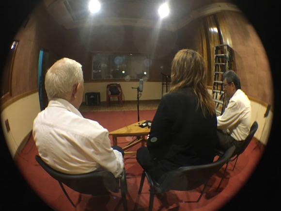 Conversando con Miguel Limia David y Alfonso Regalado Granda. Foto: Cubadebate
