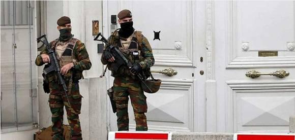 Acusados de terrorismo tres de los 12 detenidos en Bélgica sospechosos de estar planeando atentados.