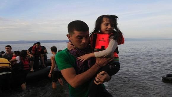 La Acnur ha reiterado a Grecia no usar la fuerza durante el traslado de los migrantes y refugiados. Foto: EFE.
