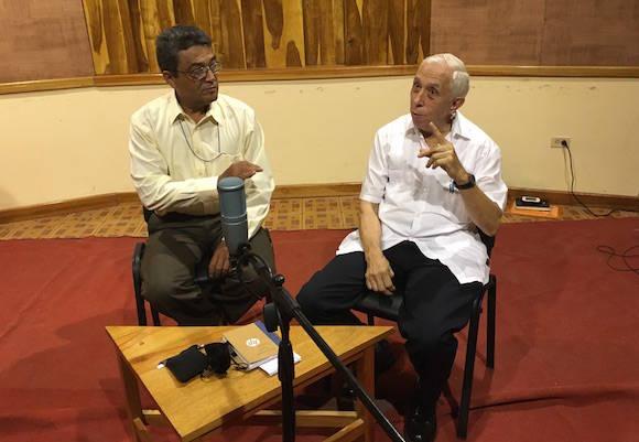 Miguel Limia David y Alfonso Regalado Granda; ambos integran la Comisión Permanente para la implementación y desarrollo de los Lineamientos. Foto: Cubadebate