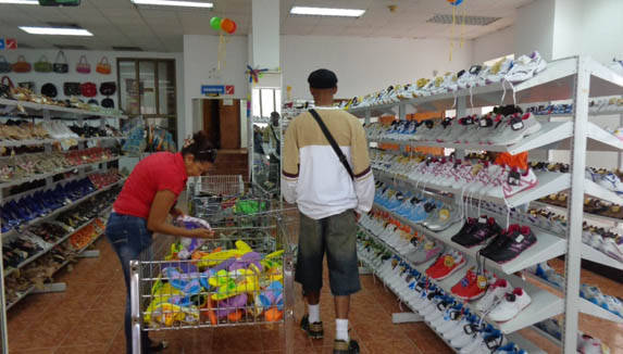 Pobre calidad, precios altos y diseños poco atractivos caracterizan ofertas como estas. Foto: Trabajadores.