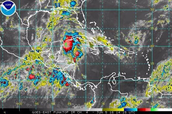 Se forma la depresión tropical número 3 próxima a Yucatán. Llueve en el occidente de Cuba
