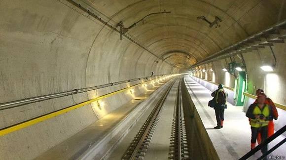La boca del túnel en Erstfeld.