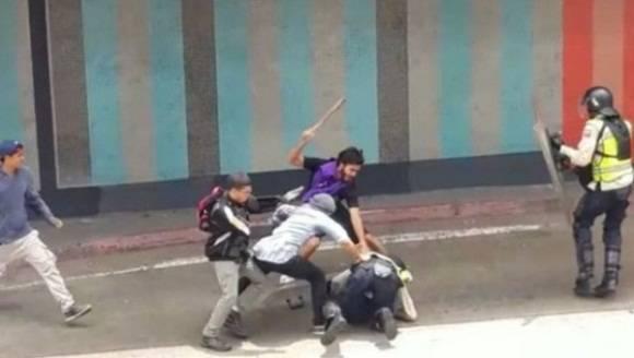 venezuela ataqueapolicia.jpg_1718483346