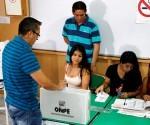 En la primera vuelta de las elecciones del 10 de abril pasado, la bancada fujimorista Fuerza Popular consiguió la mayoría absoluta  y tendrá 73 de 130 congresistas cuando se instalen el 28 de julio próximo.  La segunda mayoría es la izquierda de Frente Amplio con 20 escaños y Peruanos por el Kambio, de Kuczynski, tendrán 18.