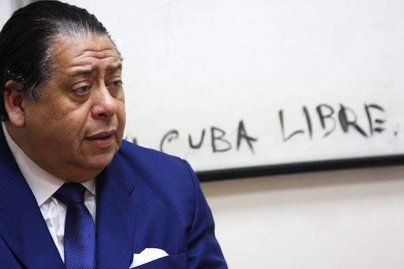 Hermann Escarrá: i la derecha se hubiera dedicado a impulsar la iniciativa desde enero de este año, en lugar de dedicarse a insultar al Gobierno y sus autoridades, la consulta se estaría preparando para celebrarse en octubreFoto: Embajada de Venezuela en Cuba.