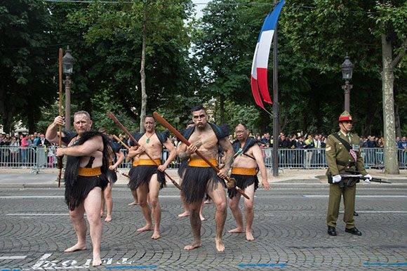 Guerreros Maories de Nueva Zelanda también presentes en el desfile. Foto: Getty Images.