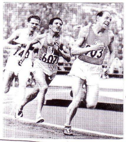 5-Emil Zatopek, seguido por Alain Mimoum