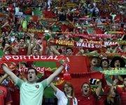 Aficionados de Portugal y Gales. Foto Cuenta de la UEFA en Twitter