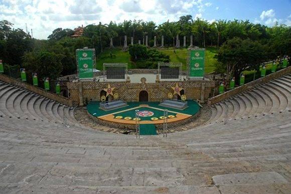 Anfiteatro de Altos de Chavón, símbolo icónico del lugar, construido en forma de epidauro griego, inaugurado en 1982 con el Concierto para las Américas protagonizado por Frank Sinatra, junto a Buddy Rich, Heart y Carlos Santana. Foto: Juan Pablo Carreras/ACN