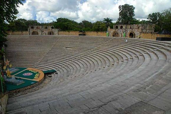 Anfiteatro de Altos de Chavón, símbolo icónico del lugar, construido en forma de epidauro griego, inaugurado en 1982 con el Concierto para las Américas protagonizado por Frank Sinatra, junto a Buddy Rich, Heart y Carlos Santana, en la cúspide de una de las márgenes del río Chavón, al sudeste de la República Dominicana, el 12 de julio de 2016. ACN FOTO/Juan Pablo CARRERAS