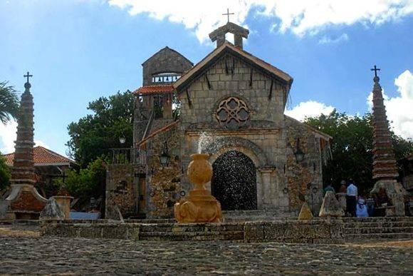 Iglesia de San Estanislao, sitio donde el cantante Marc Anthony rodó algunas de las imágenes del videoclip Flor Pálida, del cubano Polo Montañez. Foto: Juan Pablo Carreras/ACN