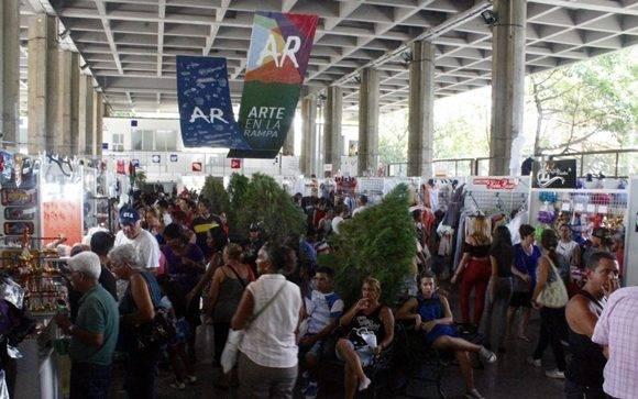 Arte en la Rampa estará abierta al público hasta el próximo 18 de septiembre, pero modifica sus horarios. Foto: José Raúl Concepción/ Cubadebate.