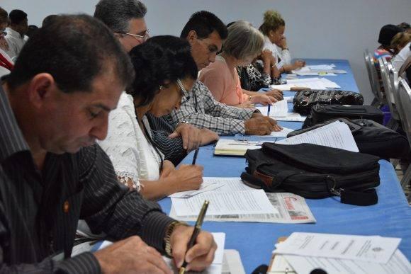 Las facilidades que ofrece la conectividad para el país en materia de atención a los servicios fue analizado por los diputados. Foto: Jorge L. Beker/ ANPP.