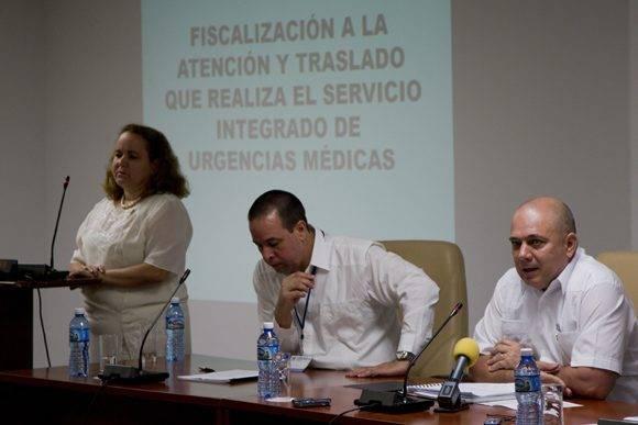 Roberto Morales Ojeda (der.), ministro del MINSAP, José A. Portal, viceministro y la diputada Arelys Falcón en la Comisión de Salud y Deporte de la ANPP. Foto: Ladyrene Pérez/ Cubadebate.