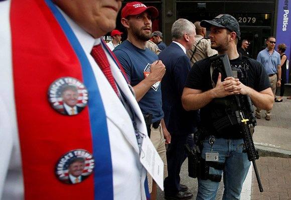Los rifles no podían faltar en la Convención Republicana. Foto: Reuters.