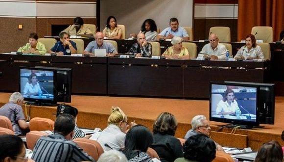 La ministra del CITMA, Elba Rosa Pérez Montoya hizo un informe de la gestión de ese ministerio ante los diputados a la Asamblea Nacional del Poder Popular.