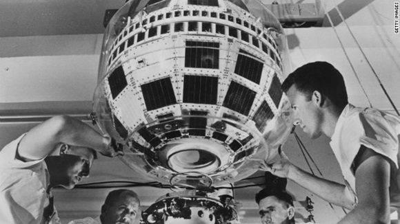 Ensamblaje del satélite Telstar 1.