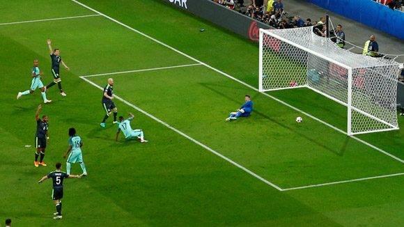 Escena del gol de Nani. Foto: UEFA.