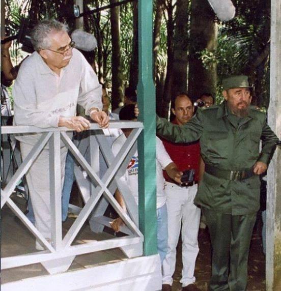 Fidel y el Premio Nobel colombiano Gabriel García Márquez en Birán. Foto tomada del blog Holguín Ahora.