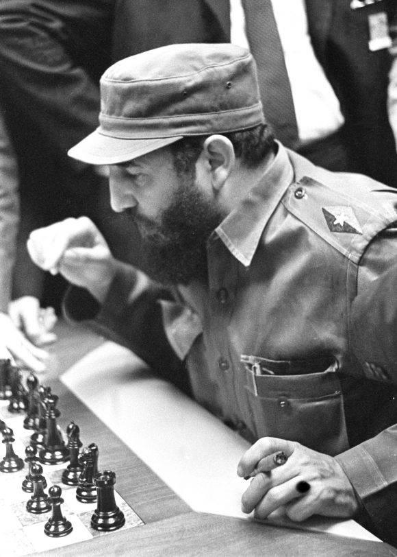 Fidel a punto de jugar.
