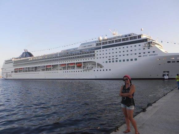 Frente al crucero, Foto: Elizabeth / Cubadebate