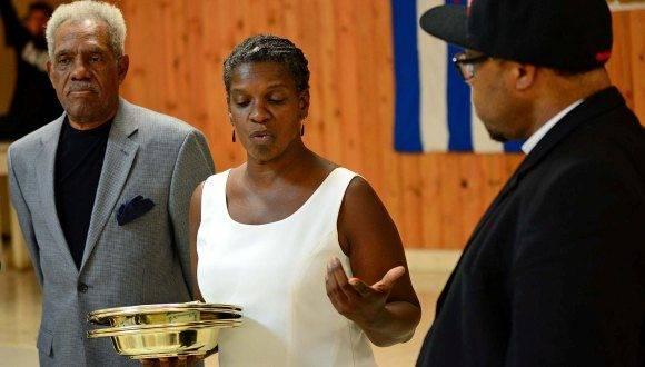 Gail Walker junto a un grupo de religiosos durante un acto de solidaridad con Cuba. Foto: Archivo.