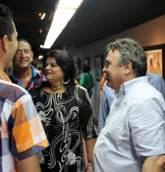 """El ministro de Cultura, González Toledo, recorre la expo """"Fidel, soldado de las ideas"""". Foto: José Raúl Concepción/ Cubadebate."""