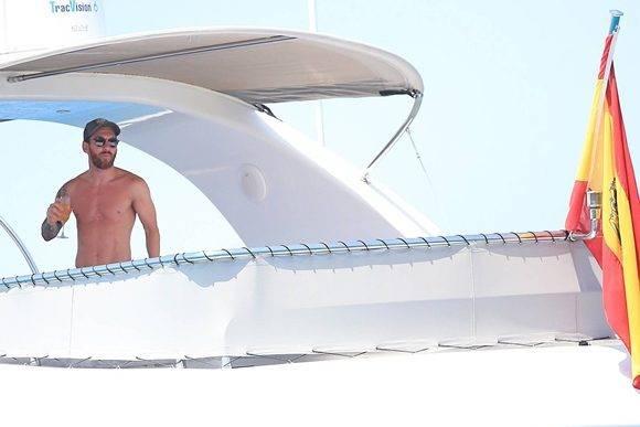 Los aficionados no se han tomado con agrado la campaña para apoyar a Messi, mientras el futbolista disfruta de sus vacaciones en Ibiza, justo después de ser encontrado culpable. Foto: GSLV.