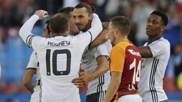 La nueva estrella de los Diablos Rojos, Zlatan Ibrahimovic, debutó con un golazo de tijera. Foto tomada de AS.