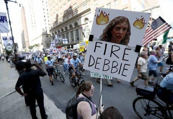 Protestas en las calles tras los mensajes develados por Wikileaks. Foto: AP.