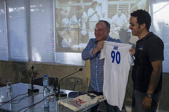 """Rubiel García, Presidente de la AHS y Roberto Fabelo en el espacio """"Encuentro con"""". Foto: Ladyrene Pérez/ Cubadebate."""