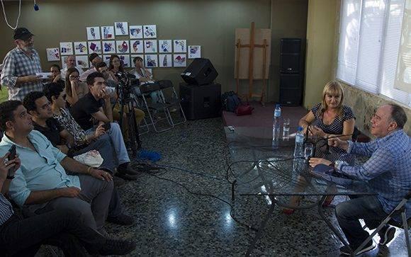 """Roberto Fabelo fue el invitado del espacio """"Encuentro con"""". Foto: Ladyrene Pérez/ Cubadebate."""