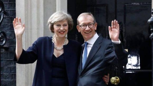 Theresa May con su esposo Philip celebra su ascenso a primera ministra. Foto: PA.