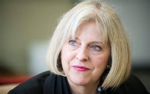 Andrea Leadsom anunció que se retiraba de la contienda, por lo que la ministra del Interior sería confirmada en el cargo.