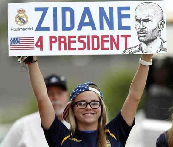 Ni Hillary Clinton ni Donald Trump, Zidadine Zidane para presidente se reclamó en las tribunas del estadio estadounidense. Foto tomada de Marca.